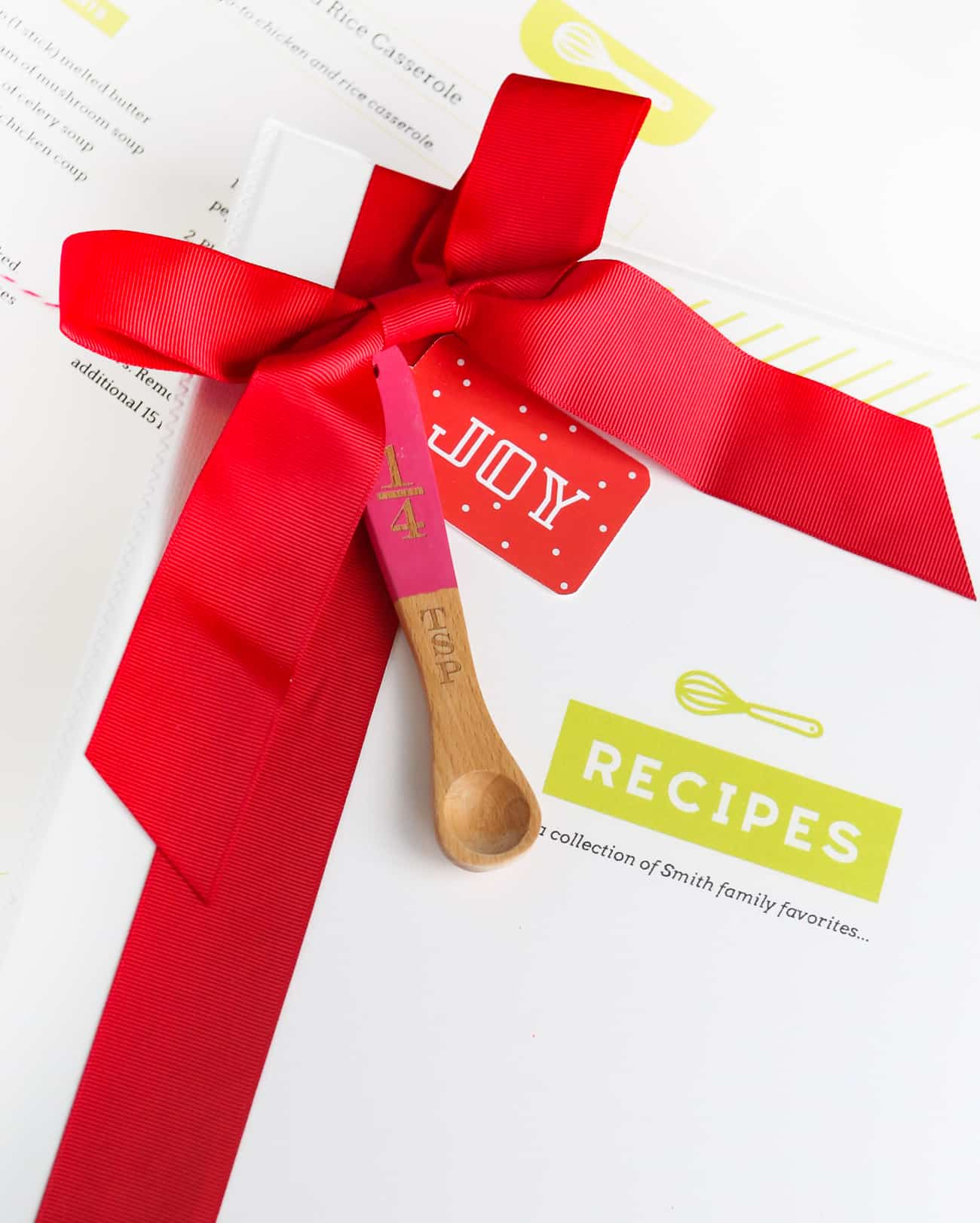 Organize your favorite recipes into a DIY recipe book with these fun and free printable recipe binder kit templates! Perfect for gifting to friends or family or just as a way to organize your favorite family recipes.
