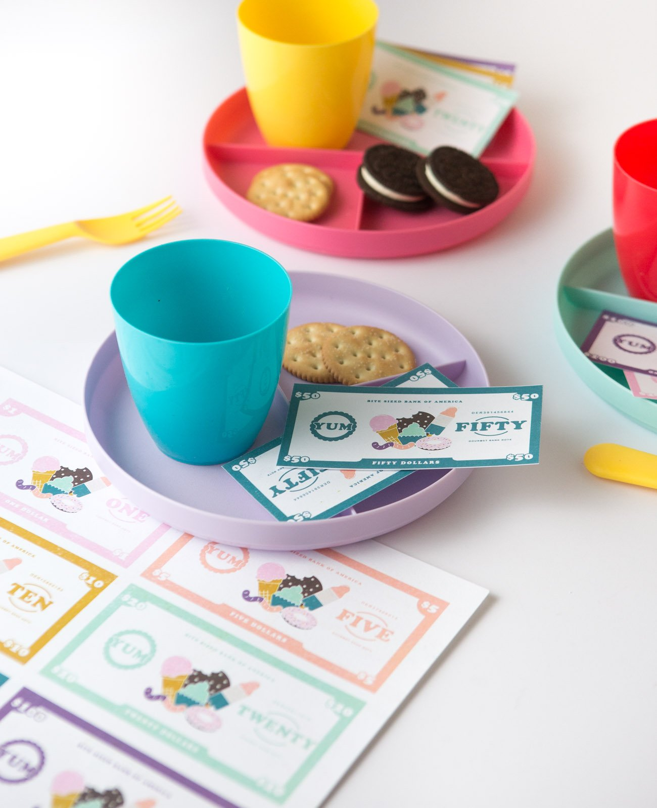 Play restuarant with dessert themed free printable play money for kids, $1, $5, $10, $20, $50, $100