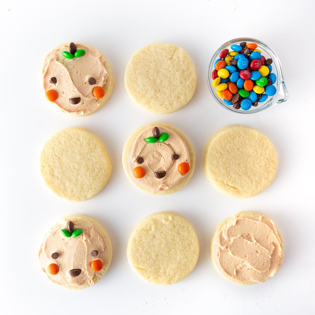 Easy Pumpkin Halloween Cookies made with mini M&M's
