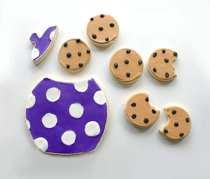 Adorable Sugar Cookies decorated as Chocolate Chip Cookies   by Little Bow Sweets for Design Eat Repeat