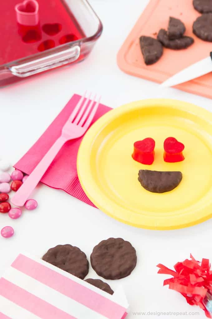 All you need is jello & store bought cookies to make these easy heart emoji Valentine's Day treats! Love! Such a fun idea!