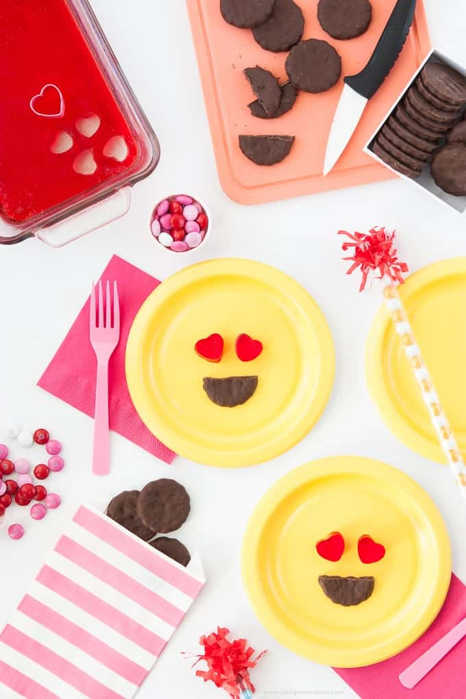All you need is jello & store bought cookies to make these easy heart emoji Valentine's Day treats! Love!