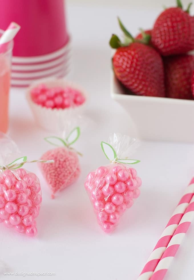 """DIY Strawberry Sprinkle Party Favors   All you need is a plastic bag, string, sprinkles, and the free """"leaf"""" printable found on Design Eat Repeat. So easy to make!"""
