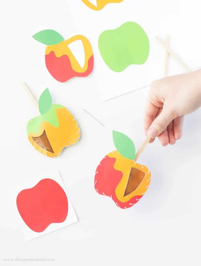 Download these free apple printables & make these DIY Caramel Apple Pouches! Fill with homemade caramel for a easy Fall treat!