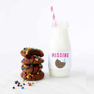 Download these free milk jar labels as a way to liven up your brunch or party! Designed by Melissa at Design Eat Repeat