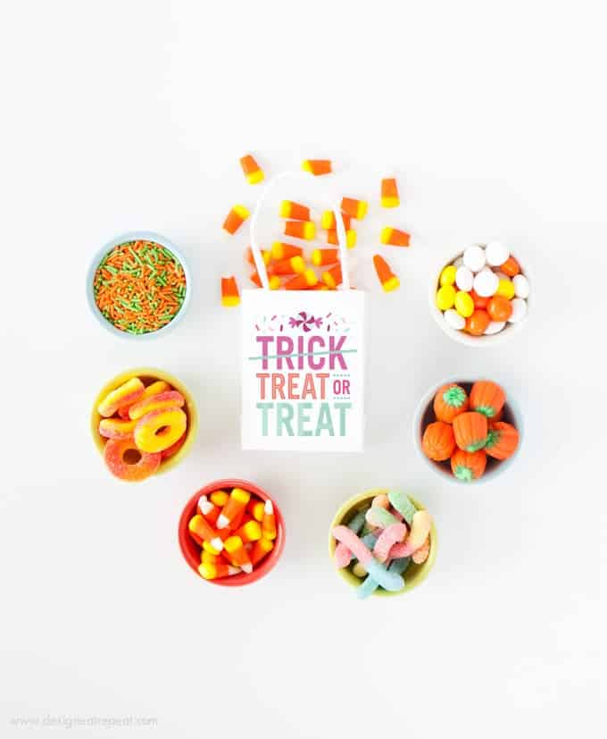 "Download these free printable ""Treat or Treat"" labels for a fun Halloween treat bag idea! By Design Eat Repeat Blog"