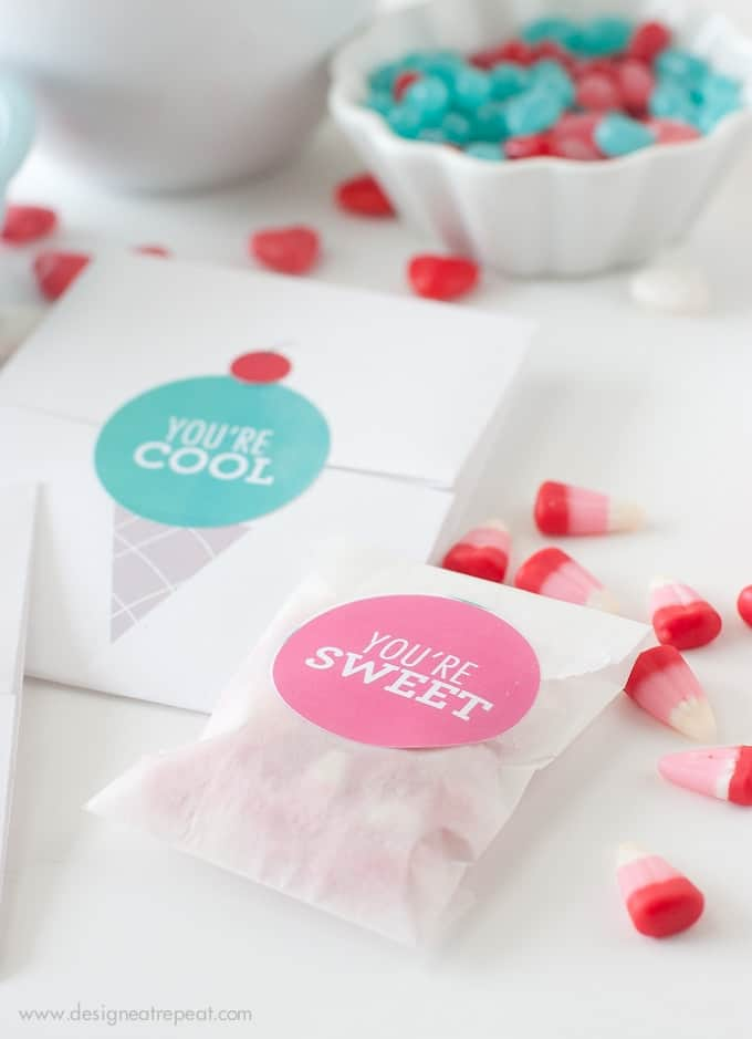 Download these free printable Valentine's Day labels at Design Eat Repeat