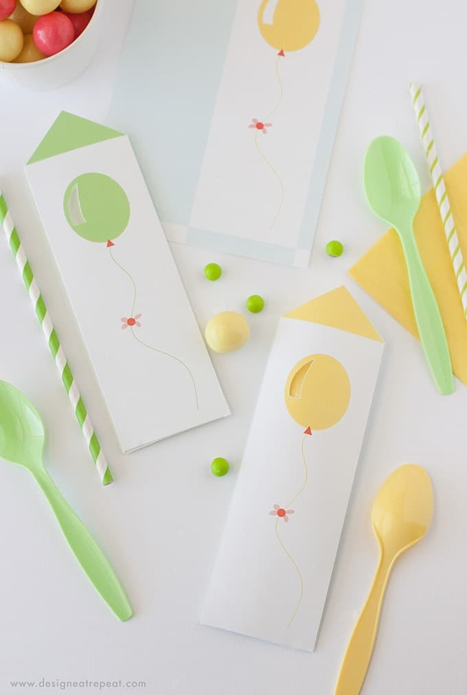 Download these free spoon pouches for a fun birthday party place setting. Would also be great to serve with icecream for a fun presentation! Printables by Design Eat Repeat
