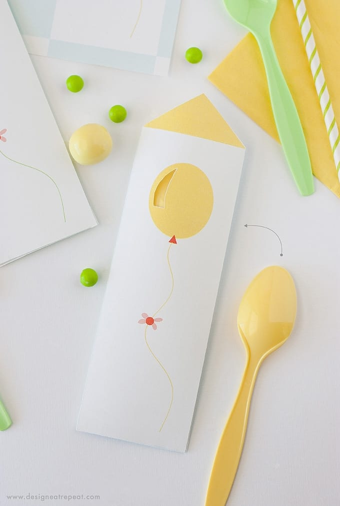 Download these free spoon pouches for a fun birthday party place setting. Would also be great to serve with icecream for a fun presentation!