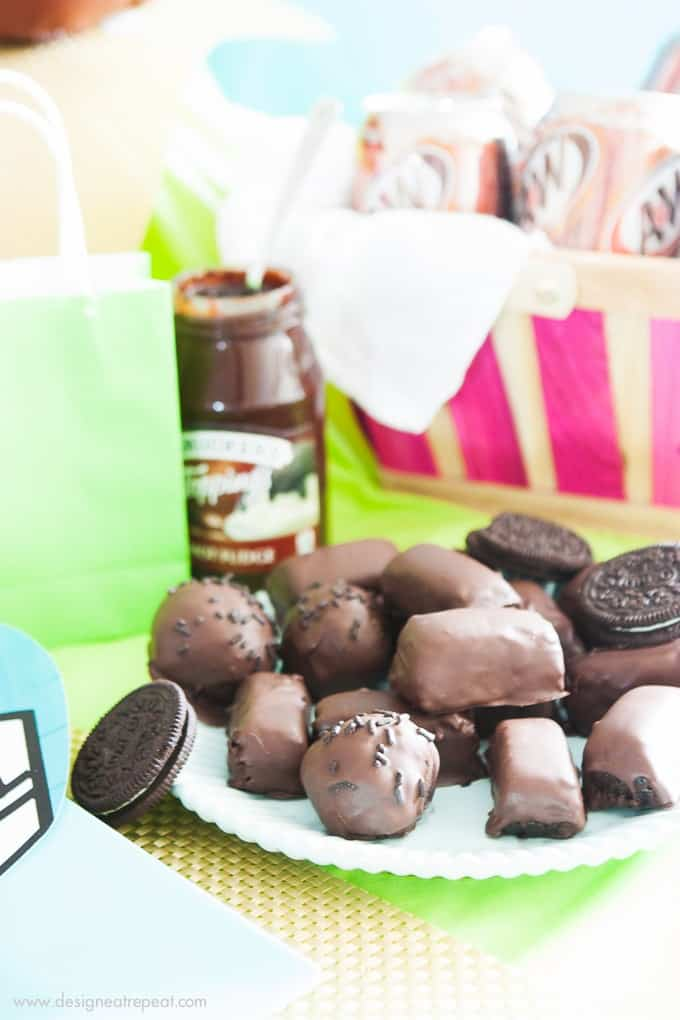 Football-Party-Oreo-Cookie-Balls-Mini-Candy-Bars
