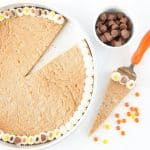 Forget the store bought! This Reeses Peanut Butter Cookie Cake by @designeatrepeat is easy to whip up and just as tasty as its premade competition! Mmm!!