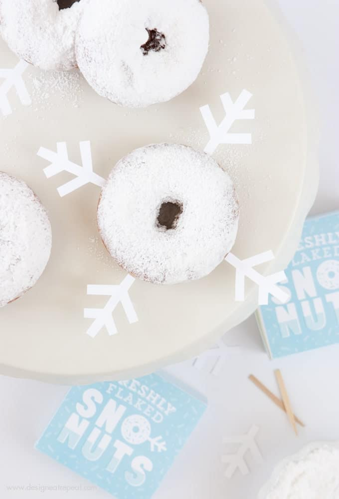 Freshly Baked Donuts? Pssh, how about Freshly Flaked Sno-Nuts! Download this free printable donut box kit from Design Eat Repeat for a fun addition to your holiday or Frozen party! How fun!