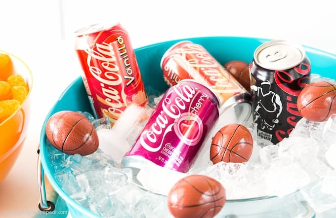 How to put together a easy basketball party snack table + free printable drink toppers!