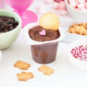 Learn how to make a DIY Pudding Cup Bar on Design Eat Repeat blog!