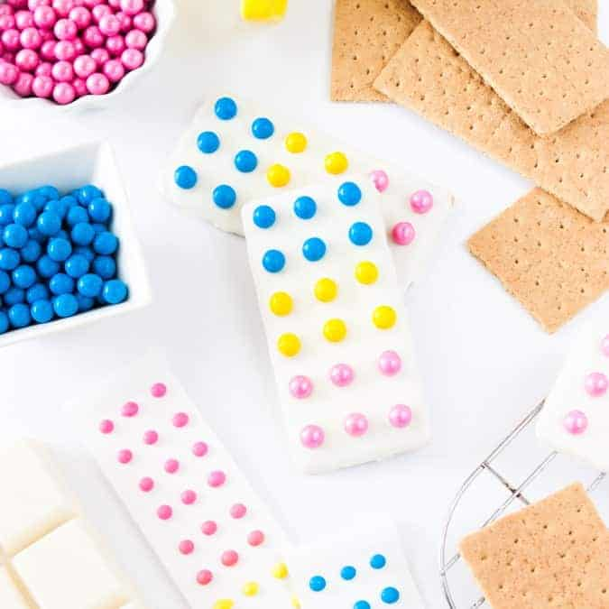 Learn how to make these easy Candy Button Graham Cracker Bars at Design Eat Repeat