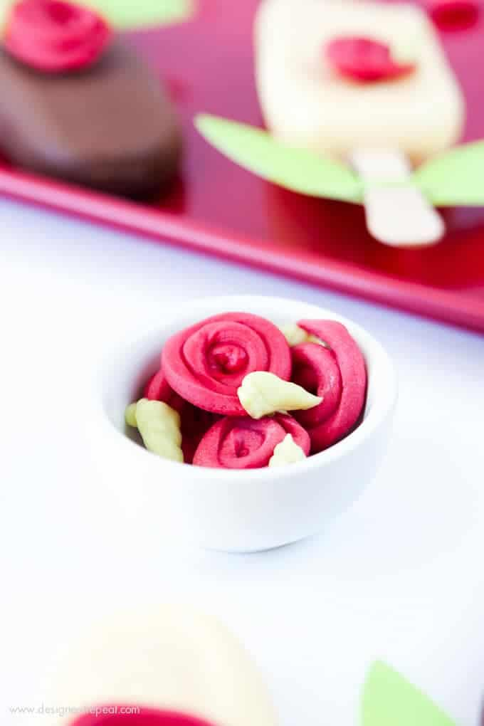 Make roses out of almond bark with this fun tutorial from Design Eat Repeat! Perfect Valentine's Day treat idea!