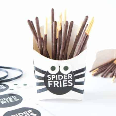 Make these DIY Spider Fry Boxes with paper fry boxes, pocky sticks, and free printable sticker labels! Designed by Melissa at Design Eat Repeat!
