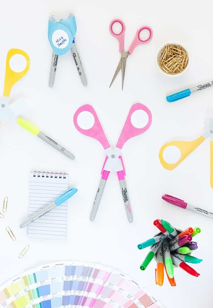 Make these DIY Teacher Gifts using Sharpie markers and this free scissors printable!