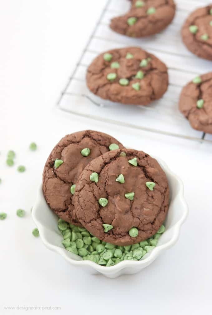 Make these Mint Brownie Cookies using a boxed brownie mix & one cup of chocolate cake mix! The cake mix makes them thick, while still keeping a chewy, chocolately texture! Recipe by Design Eat Repeat!