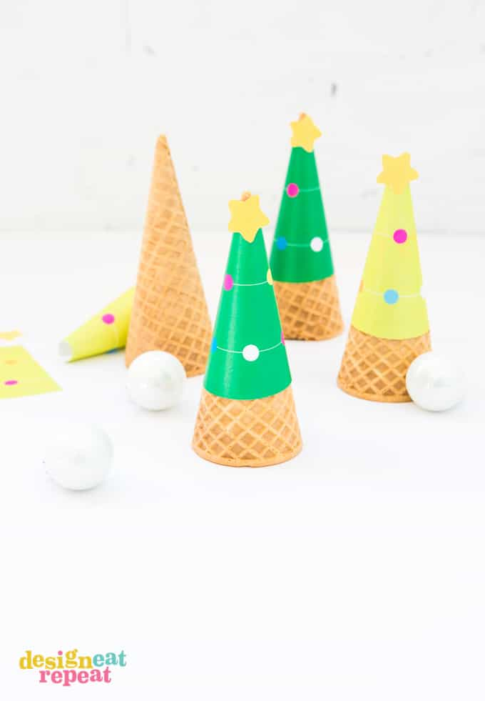 Who says you can't serve ice cream at Christmas?! Dress up your holiday dessert table with these FREE Printable Christmas Tree Ice Cream Cone Wrappers!