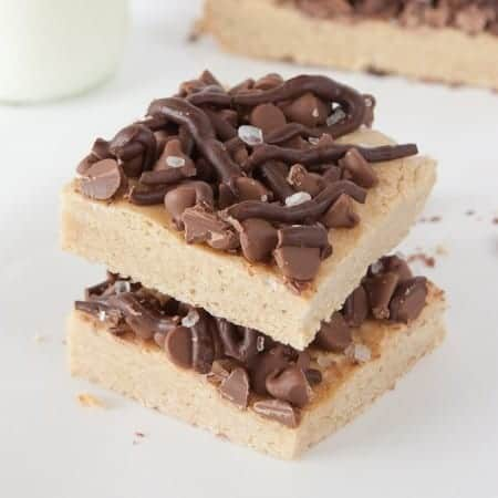 These Salted Chocolate Chip Cookie Bars are the perfect mix of a dense cookie base & a sweet chocolately topping! So delish!