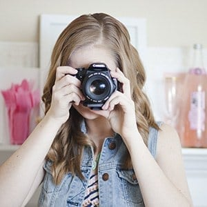 Top 5 Blog Photography Tips & Tools from food & DIY blogger, Melissa at Design Eat Repeat. She talks about everything from cameras, backdrops, and editing software. Very helpful post!!