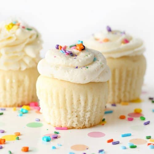 White Wedding Cupcakes With Buttercream Frosting Design Eat Repeat