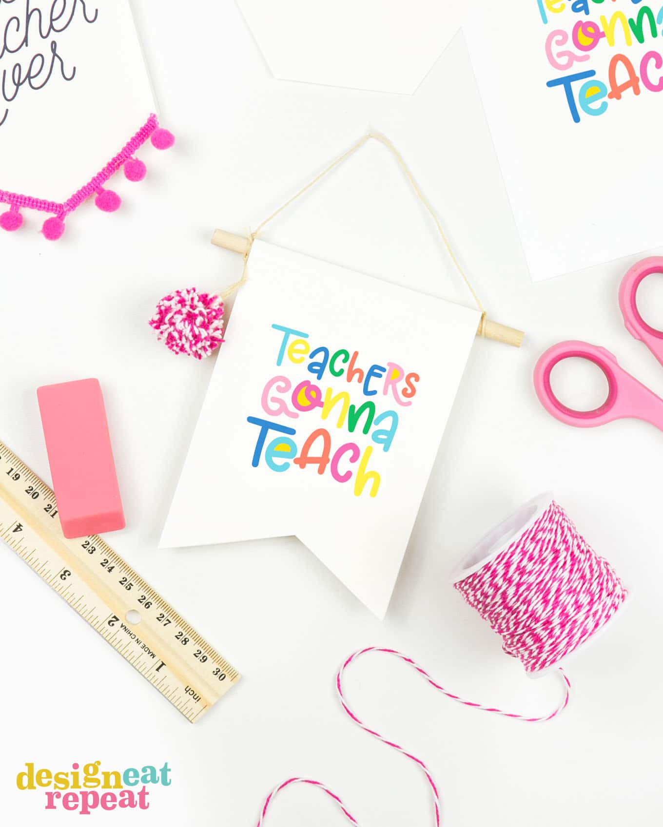 How cute are these! Make teacher gift card holders that double as BANNER decor for a gift that keeps on giving! Great for attaching to desks, computers, or bulletin boards! | #printable #teachergift | www.DesignEatRepeat.com