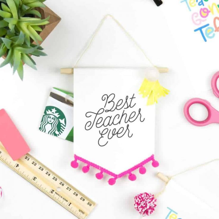How To Make Teacher Gift Card Holders that Double As Banner Decor!