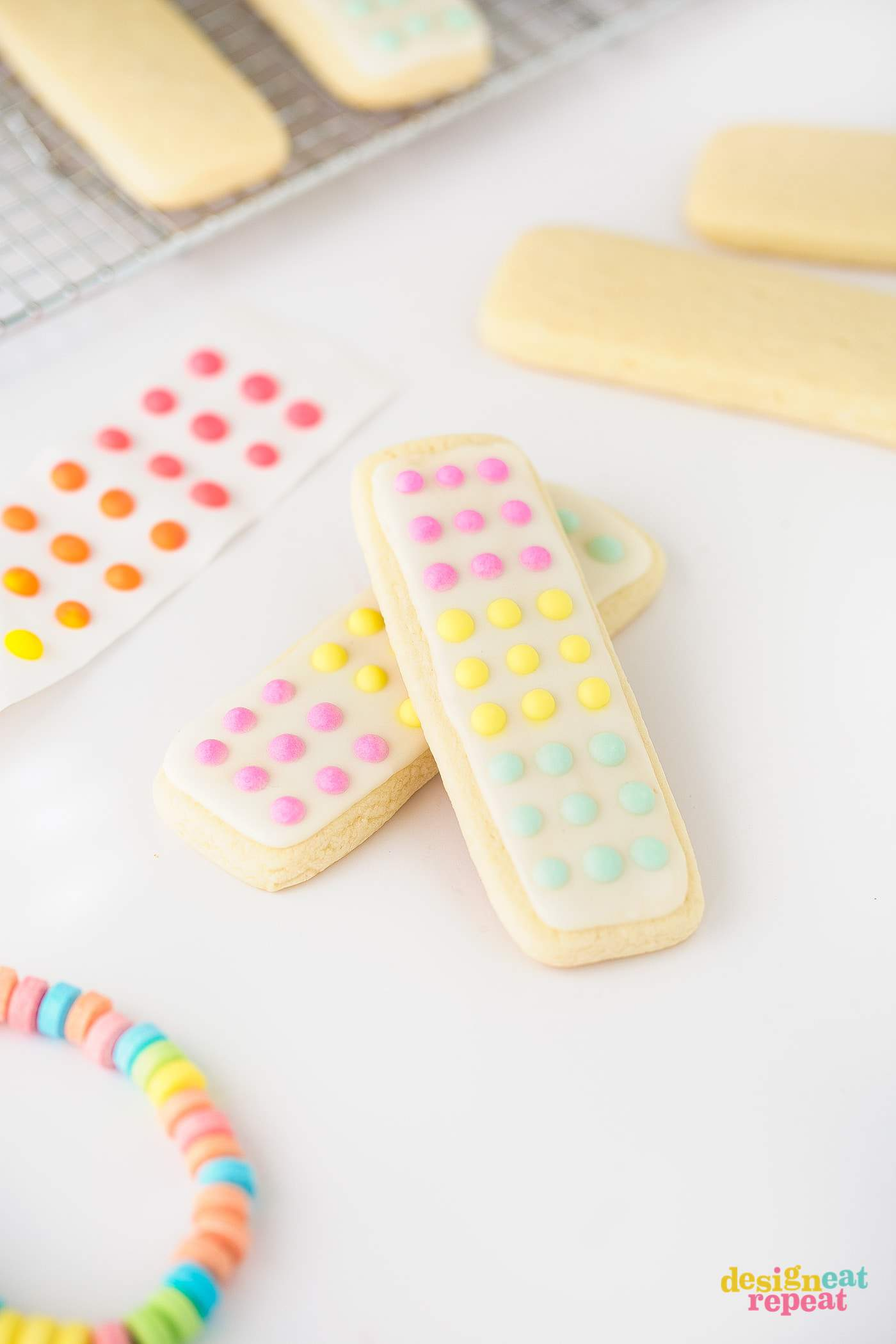 Anyone remember those vintage candy buttons?! Now you can make replicas that actually taste good by turning them into cookie form! Perfect for birthday party cookies, Halloween treats, or just an easy candy party idea!