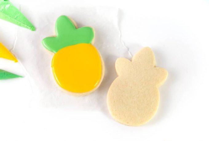 How to pipe and flood pineapple cookie with Royal Icing for Sugar Cookies