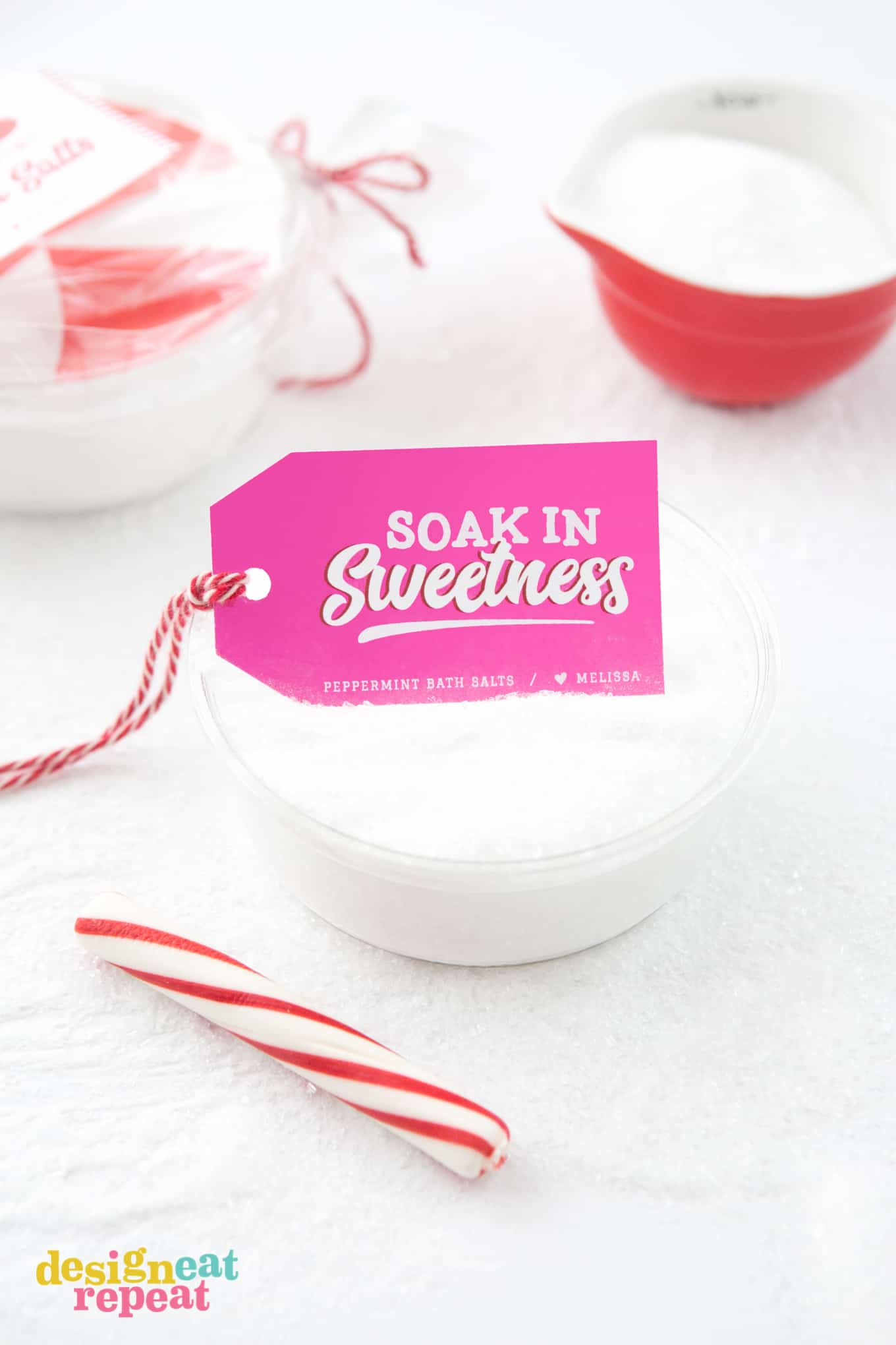 Learn how to mix up a batch of Peppermint DIY Bath Salt and pair it with these free printable gift tags for homemade holiday gifts your friends & family will love!