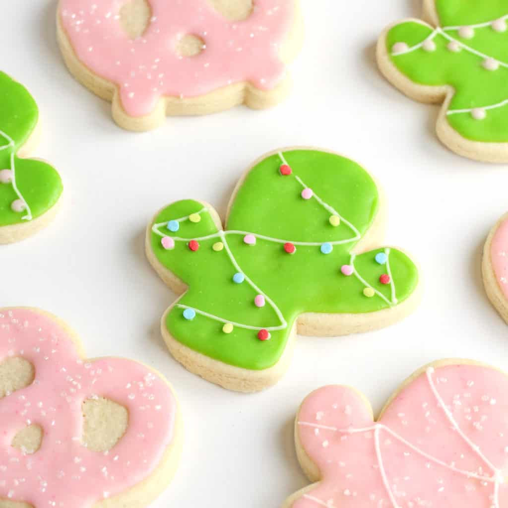 Christmas cactus sugar cookie - a favorite Christmas cookie recipe