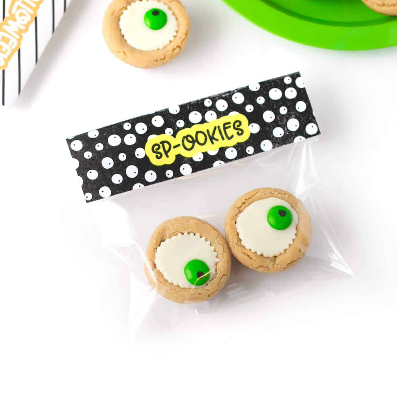 Easy Halloween Eyeball Cookies the kids can help with! After baking, simply press a miniature white peanut butter cup and M&M into the top of each one for a spooky (but cute!) halloween cookie idea. #Halloween #Cookies #EyeballCookies | www.DesignEatRepeat.com
