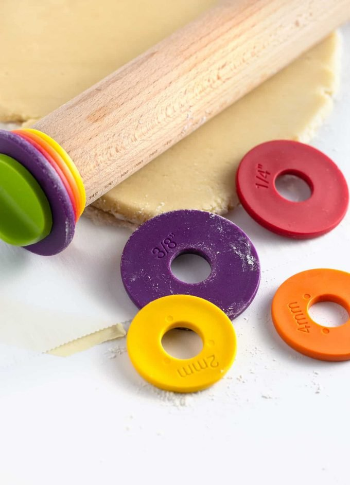 Rolling pin with rings to indicate different dough thicknesses