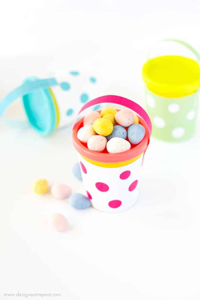 Turn Play-Doh containers into Easter baskets with these free printable wrappers!