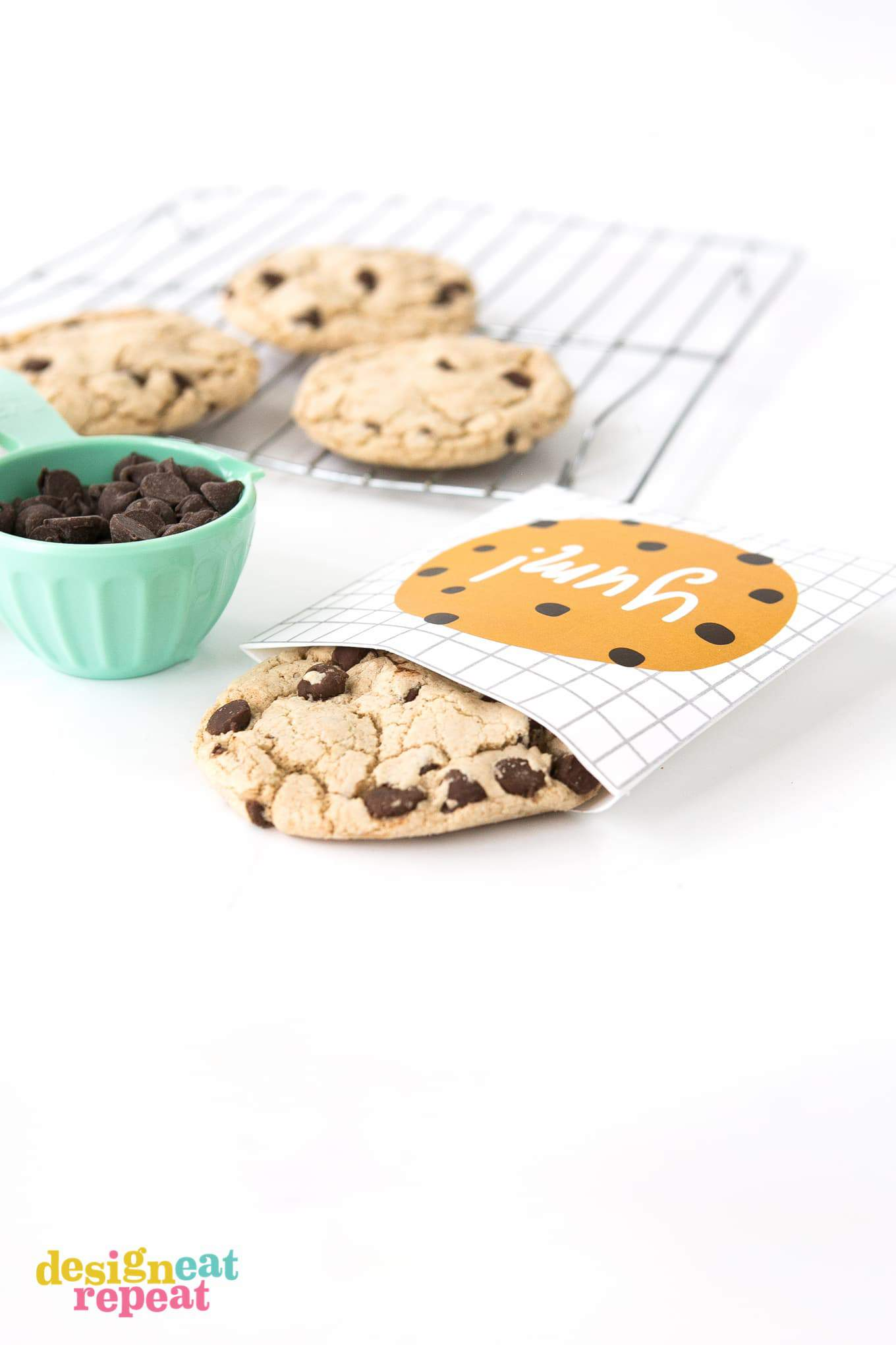 Yum printable chocolate chip cookie bag for a quick party favor, teacher appreciation gift, or just as a simple thank you treat!