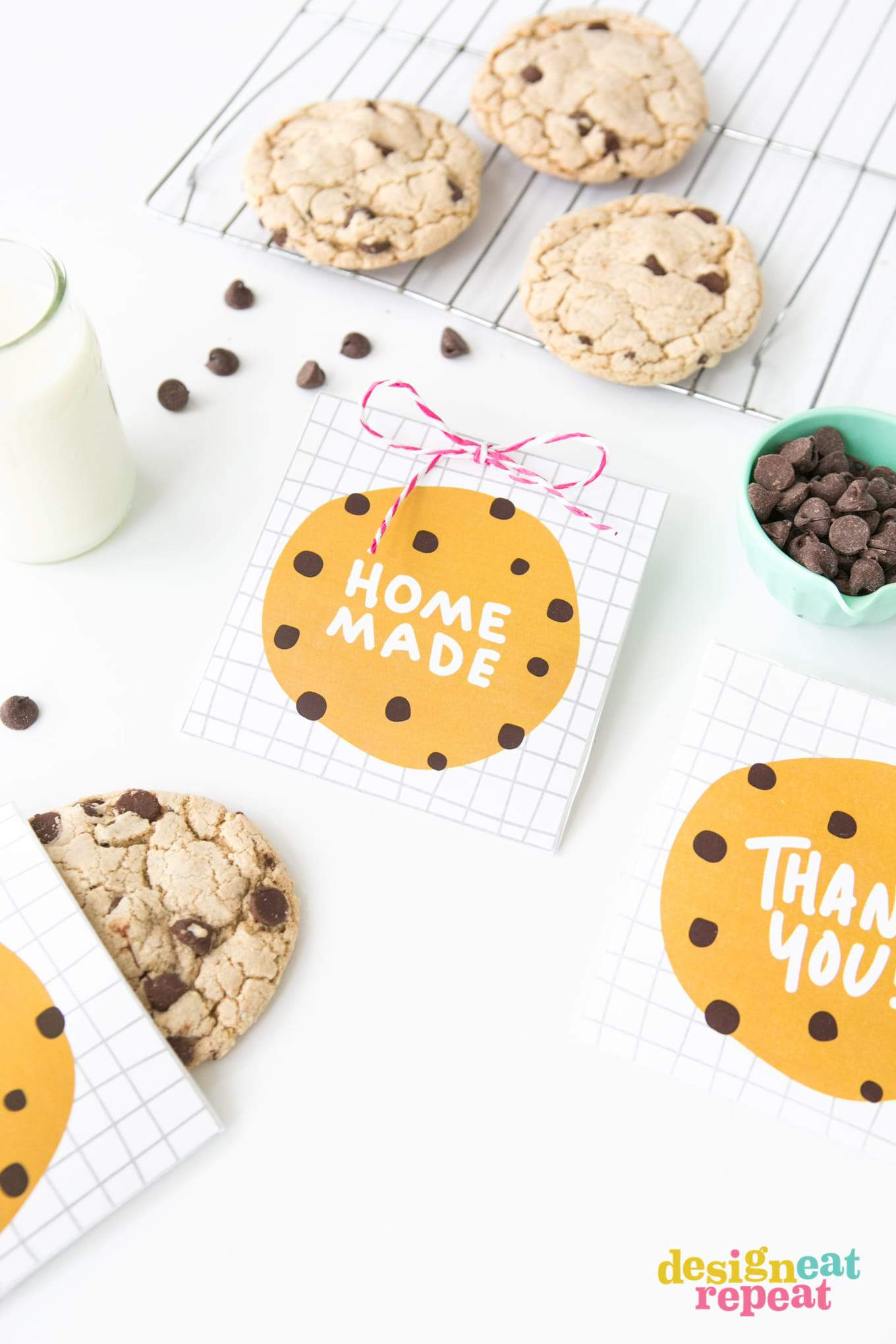Download these free printable chocolate chip cookie bags for a quick party favor, teacher appreciation gift, or just as a simple thank you treat!